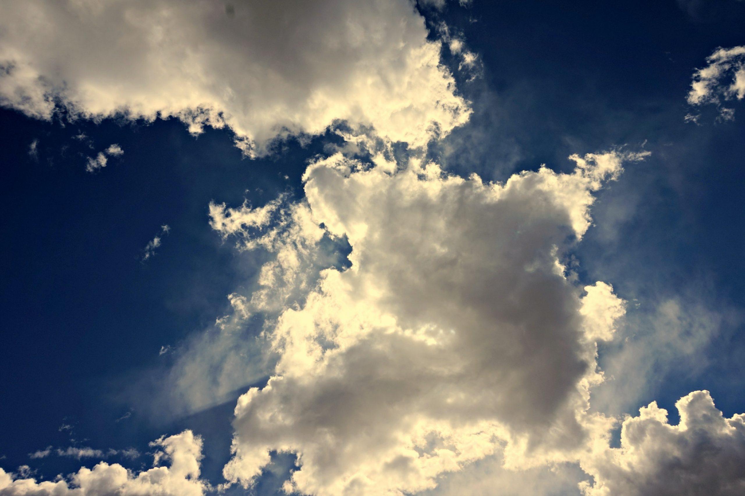"""Seré Breve: """"Estamos en la nube o en las nubes?"""""""